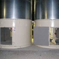 Flat-bottomed round silos with planetary extractors